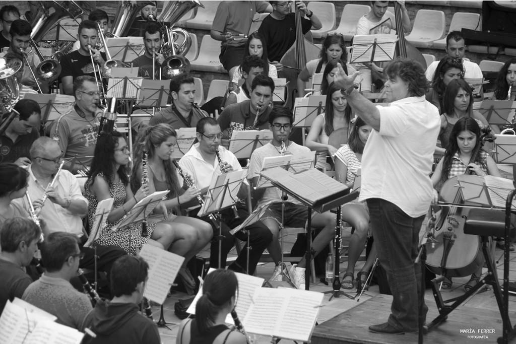 Banda La Artística - María Ferrer